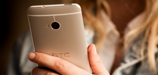 hands on HTC One Smartphone