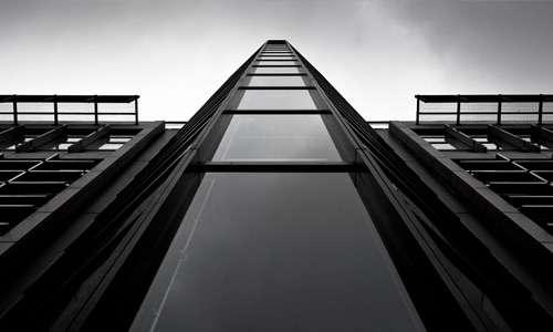 Monochrome free high resolution skyscraper wallpaper