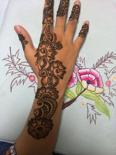 Latest-Arabic-Mehndi-Designs-2014-On-Hands-Back-Side.jpg (450×600)
