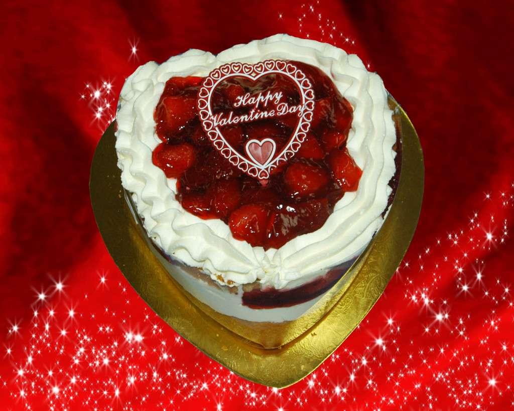 StrawberryWhipcreamHeartCake.jpg (1600×1280)
