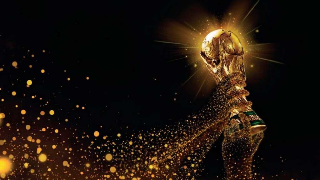 https://freakify.com/wp-content/uploads/2014/06/Fifa-World-Cup-2014-Beautiful-Trophy-Photos.jpg
